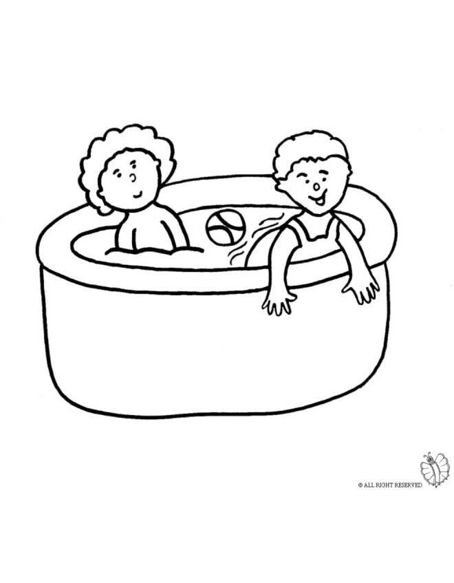 disegno di bambini in piscina da colorare per bambini